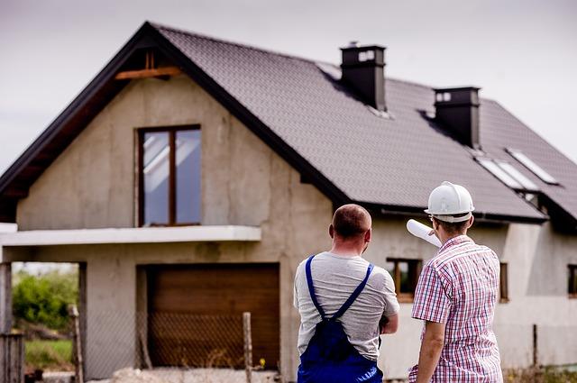 stavaři u domu