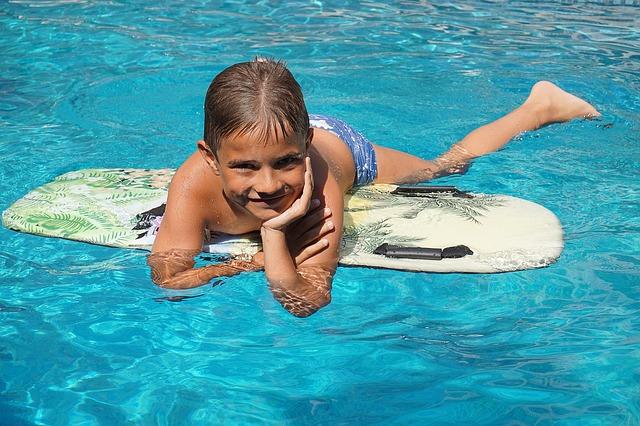 dítě ve vode